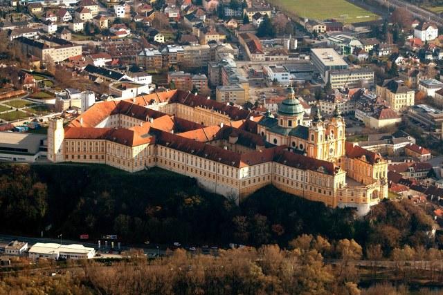 De abdij van Melk vanuit de lucht