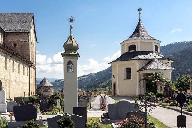 De Todesangst-Christi-Kapelle (rechts)