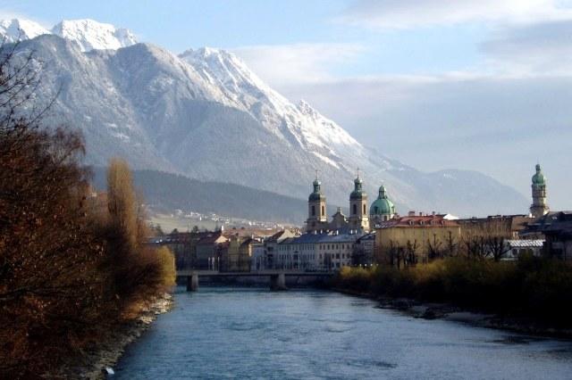 De Dom boven de daken van Innsbruck