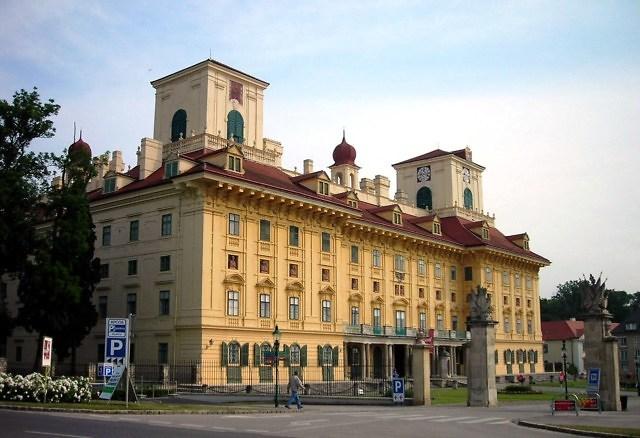 De voorkant van Schloss Esterházy