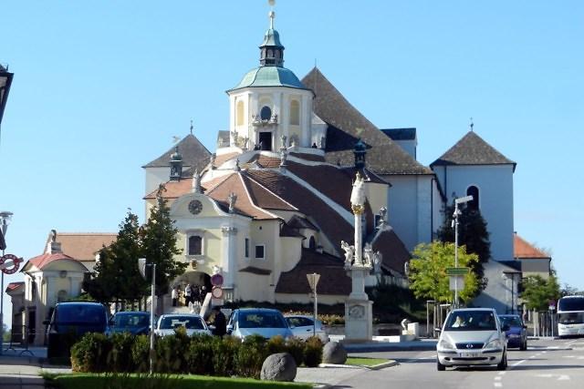 De Bergkirche met het mausoleum van Haydn