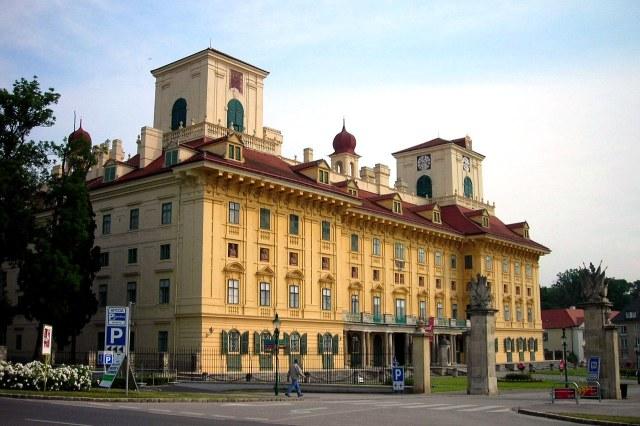 De voorkant van Schloß Esterházy