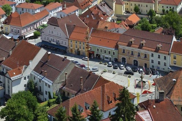 De Hauptplatz van Friesach
