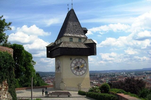 De Uhrturm op de Schlosberg