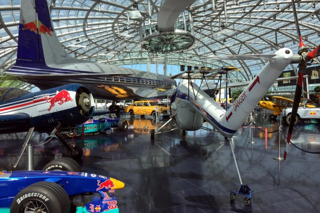 Nog meer vliegtuigen en racewagens