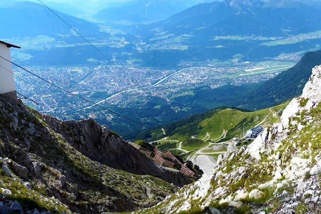 Uitzicht op Innsbruck vanaf de Hafelekarspitze