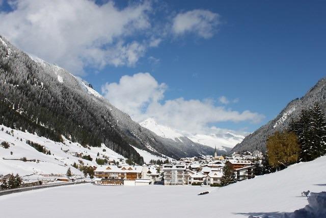 Het dorp Ischgl in het Paznauntal