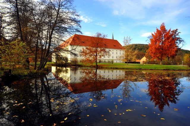 Stift Wiktring in de herfst