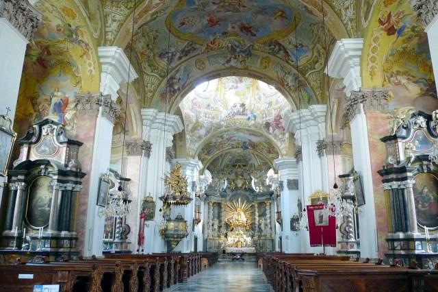 Het prachtige interieur van de kerk