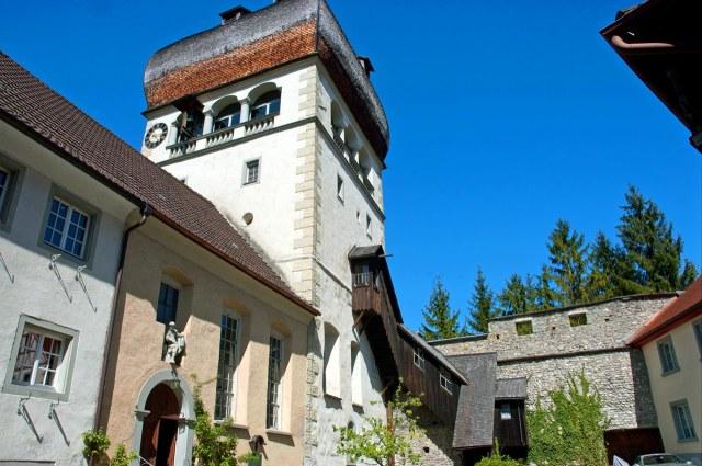 De witgeschilderde Martinsturm van Bregenz