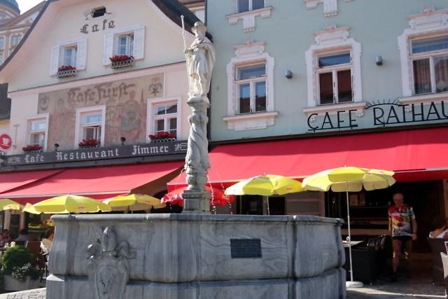 De Kolomanibrunnen op de Rathausplatz