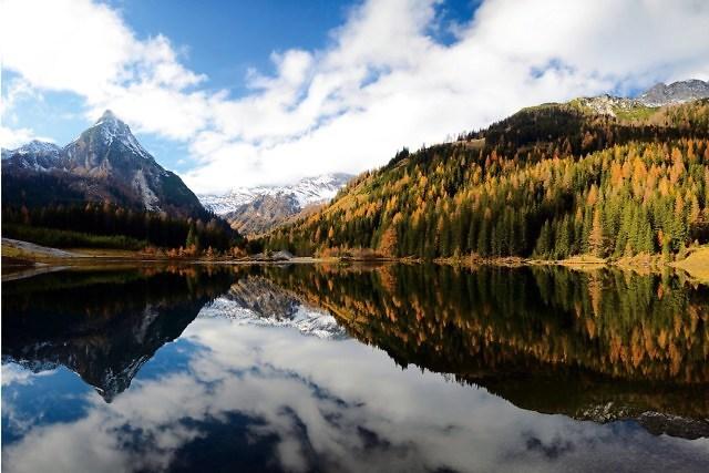 Een Oostenrijks bergmeer in het noorden van Stiermarken