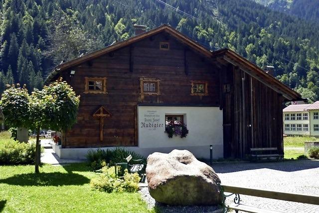Typisch Alpenhuis in Partenen