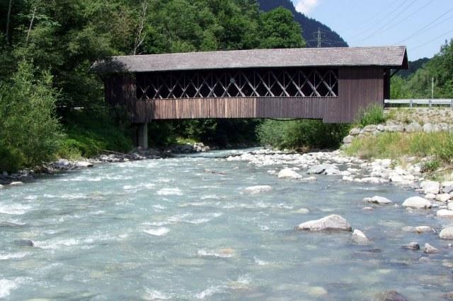 De houten brug over de Ill