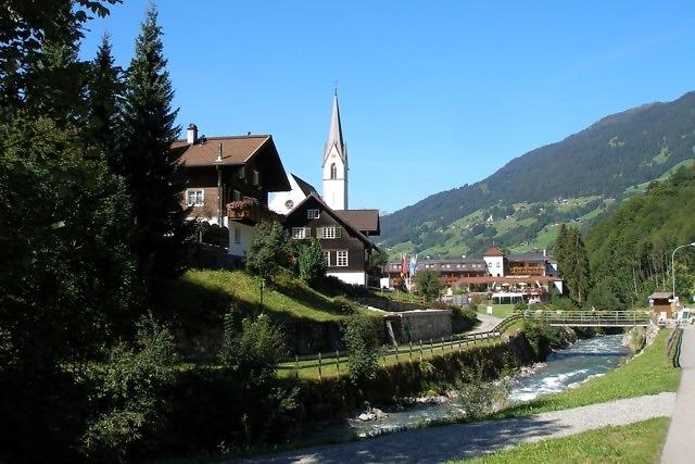 Silbertal vanaf de rivier de Litz