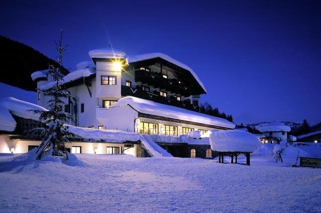 Een klein Tirools hotel in de sneeuw