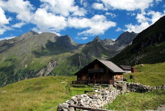 Een berghut in het Tiroler Oberland