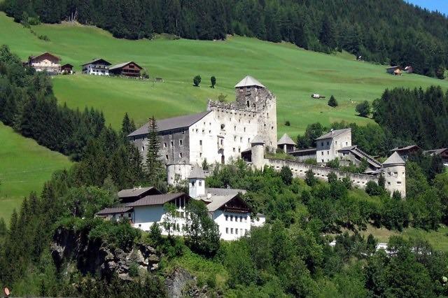Burg Heinfels in Oost-Tirol