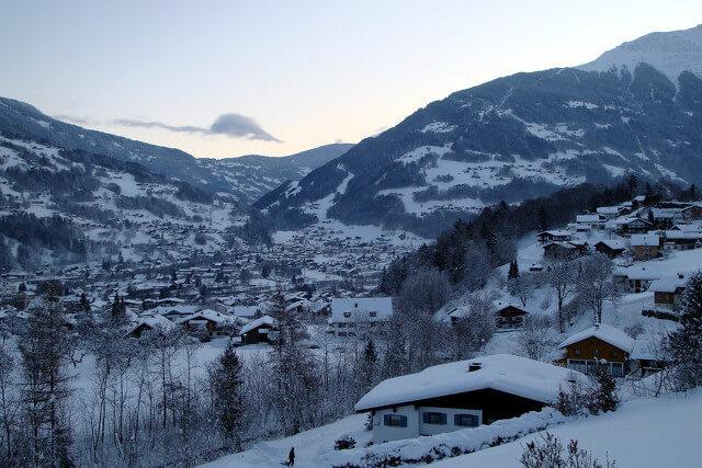 Tschagguns onder een dik pak sneeuw