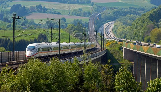 De snelle ICE onderweg in Duitsland