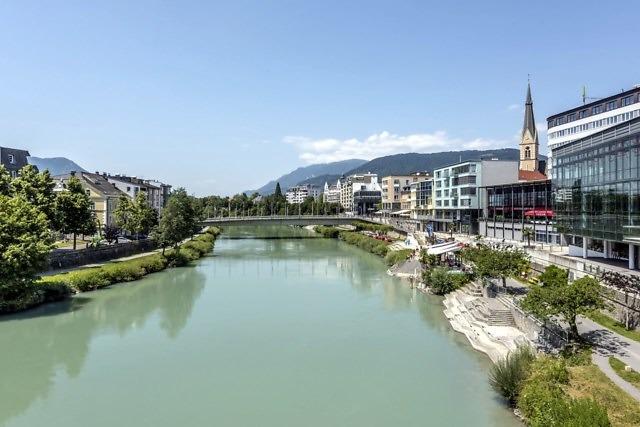Villach aan de rivier de Drau