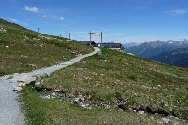 Vlakbij het bergstation van de kabelbaan