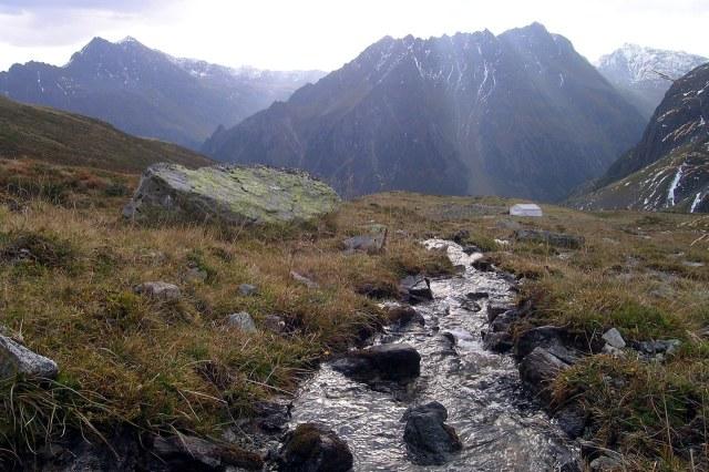 Hoog in de rotsachtige bergen